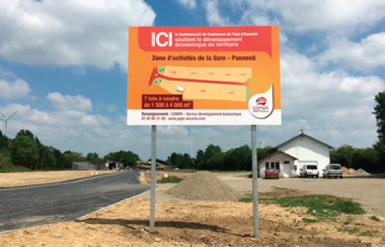 Panneau de commercialisation de la nouvelle zone d'activités de Pannecé
