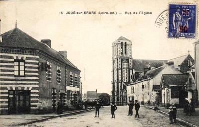 Carte postale ancienne de la rue de l'église à Joué-sur-Erdre